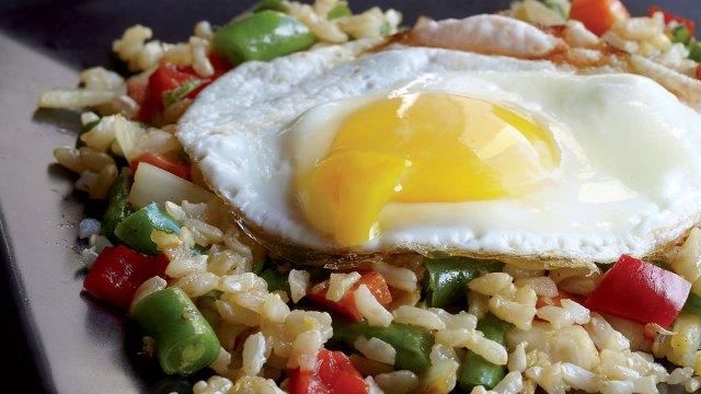 vegetarian-fried-rice-fried-egg.jpg
